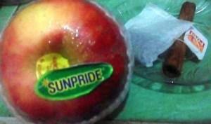 Apel, Kayu Manis, dan Teh Celup