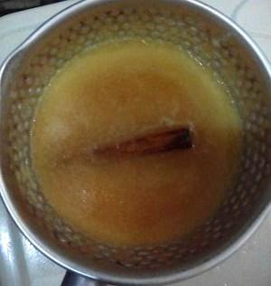 Jus Apel Dimasak dengan Kayu Manis