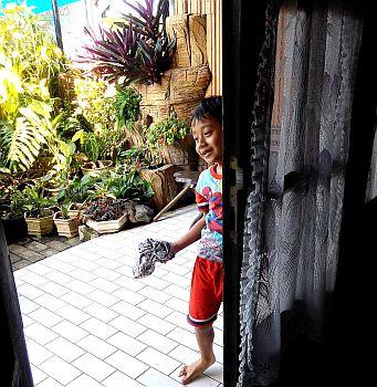 ngelapkaca (1)-cerianya mengelap kaca