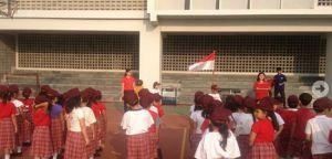 Upacara di Sekolah SD Penabur (sumber: sdksummareconbekasi.bpkpenaburjakarta.or.id)