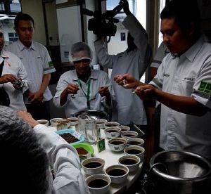 kompasianer mencicipi kopi