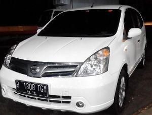 Nissan Grand Livina Putih