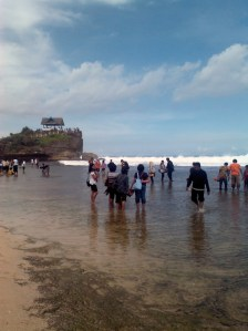 Pantai Kukup pun ramai pengunjung