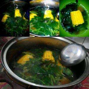 Sayur Bayam Segar Menemani Makan Siang
