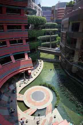 Canal City Pusat Perbelanjaan (sumber: wikipedia)