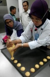 Chef Antini Membuat Choux Paste