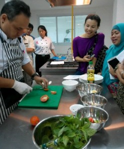 Chef Dino Memasak Seared Dorry Fish with Dabu-Dabu Style