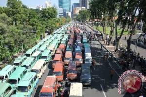 Demo angkutan umum