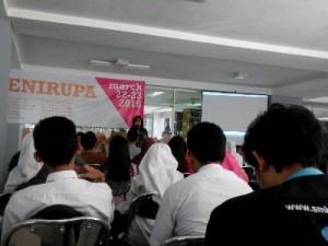 Bu Yanti memberikan sambutan kepada para peserta worskhop sesi pertama