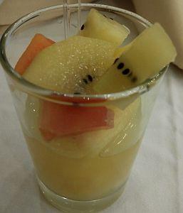 Coctail buah dengan sari jeruk dari baby orange