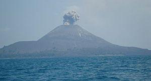 Momen malam hari tak tertangkap, harus puas dengan momen Anak Gunung Krakatau saat cahaya terang