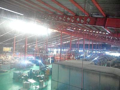 Kesibukan di pabrik dari atas