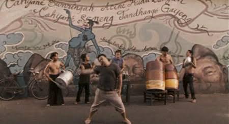 Gareng menari dengan semangat di jagad x code
